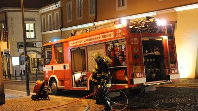 V Kolíně ve středu večer hořelo. Zřejmě od petardy