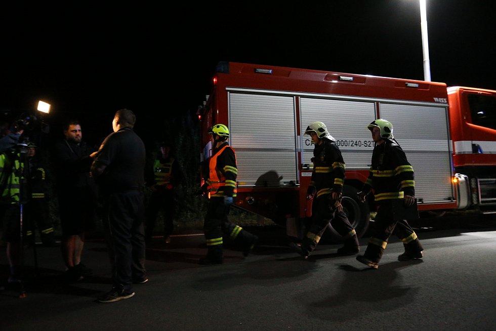 Srážka nákladního a osobního vlaku u Českého Brodu.