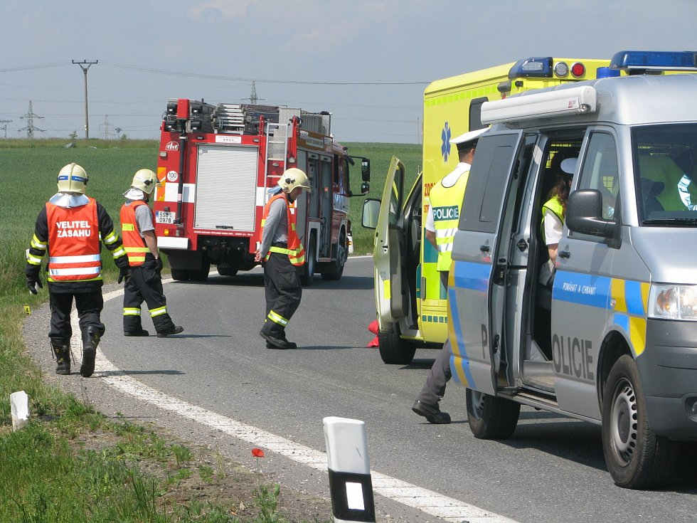 Těžká dopravní nehoda na kruhovém objezdu u Ovčár