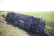Dopravní nehoda u nájezdu na dálnici D11 na trase Praha - Hradec Králové nedaleko Polní Chrčice.