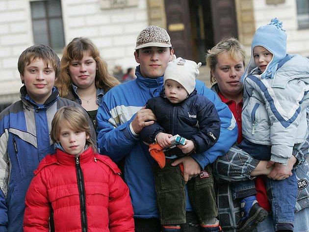 Rodina Zuzany Hrdé na kolínském náměstí