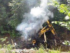 Požár bagru v lokalitě Zlatý Hamr