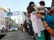 Rally Krkonoše 2009: slavnostní zahájení na náměstí.