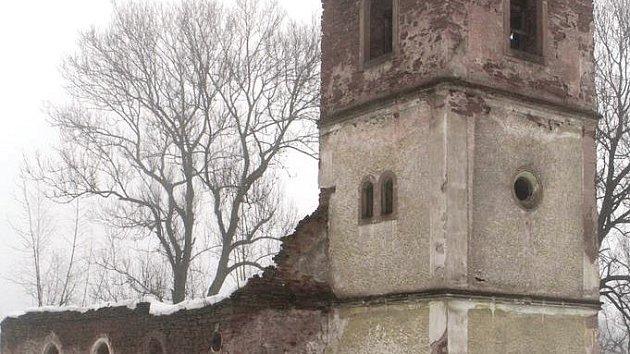 NA RUINU evangelického kostela v Rudníku v části Bolkov upozornil při únorové návštěvě prezident Miloš Zeman.