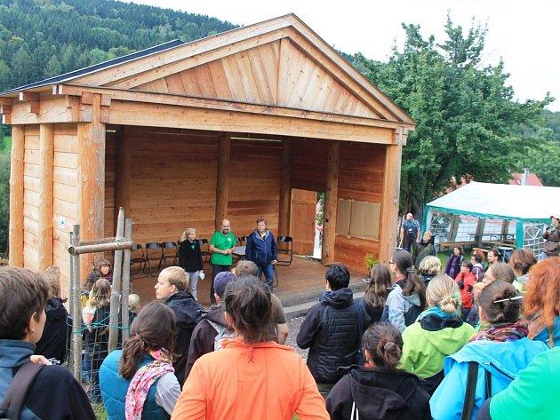 VELETRH ekologické výchovy zahájili pod širým nebem u Doteku.