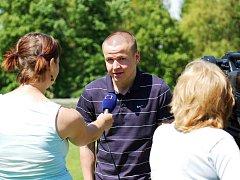 Adam Hloušek při rozhovoru