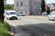 Křižovatka u oční školy projde ve druhé polovině roku výraznou rekonstrukcí. Královéhradecký kraj tu vybuduje kruhový objezd.