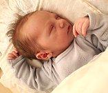 JAN PEJSKAR se narodil 25. února v 17 hodin rodičům Petře Pátkové a Janu Pejskarovi. Vážil 3,34 kilogramu a měřil 52 centimetrů. Domov mají v Batňovicích.