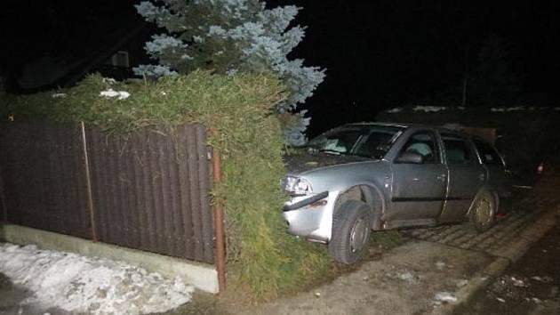 Opilý řidič havaroval ve Velkých Svatoňovicích.