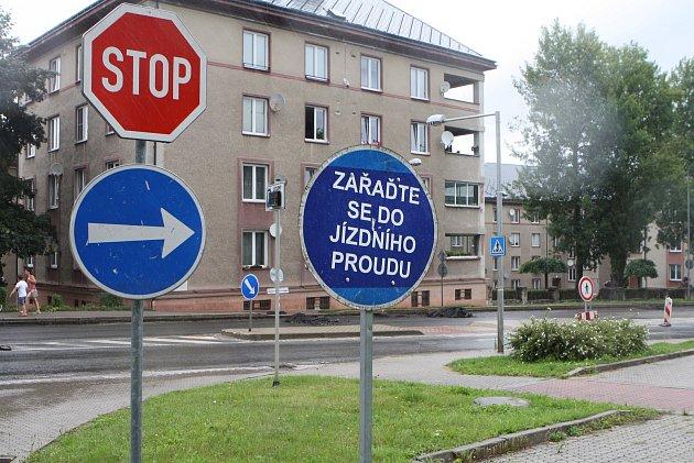 VTrutnově jsou vplném proudu opravy na silnici vulicích Pražská a Na Struze, které provádí Ředitelství silnic a dálnic.