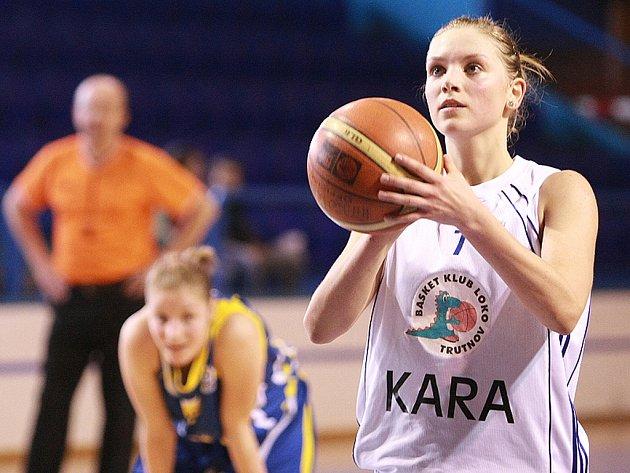 Čtvrtfinále play off extraligy starších dorostenek: Kara Trutnov - USK Praha.