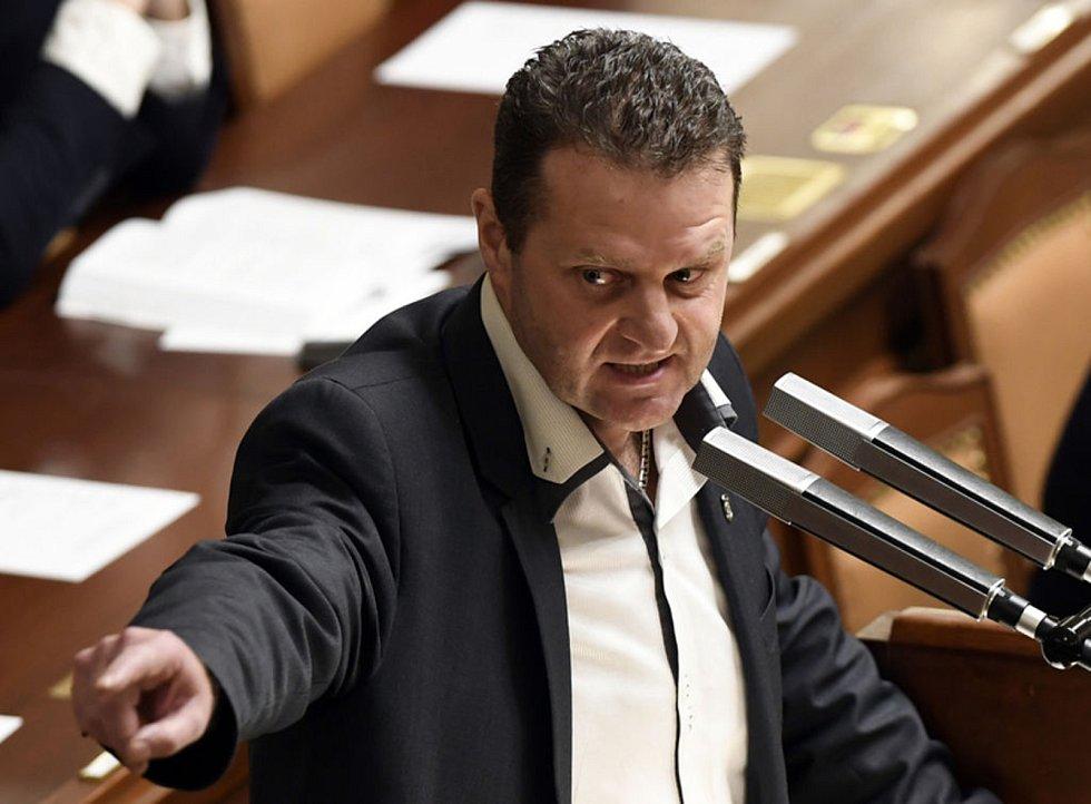 Zdeněk Ondráček z KSČM na archivním snímku při schůzi Sněmovny.