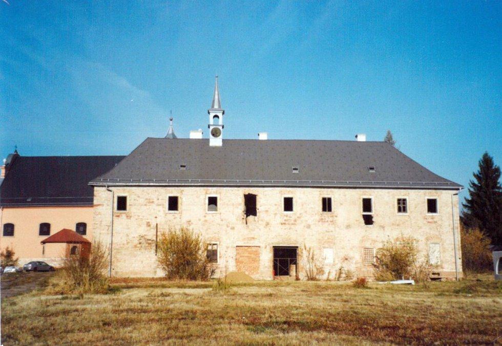 Jižní křídlo konventu františkánského kláštera, rok 2006.