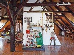 HRAČKY V MUZEU. V semilském muzeu si nyní můžete na půdě prohlédnout výstavu hraček se stovkami exponátů.