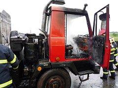 Ve Studenci hořela Tatra vezoucí zrní