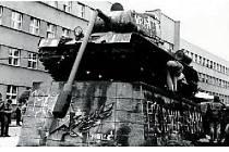 Pomník v Trutnově na historické fotografii