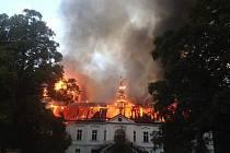 U soudu v Táboře začal v pondělí proces se šesti lidmi obviněnými ze zapálení zámku v Horním Maršově.