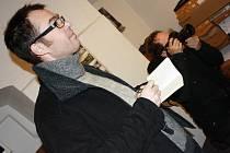 Novinář Jan Hunin z Belgie.