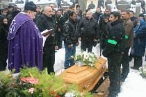Památku Ladislava Tatára, který byl zastřelen třiašedesátiletým Janem S. z Tanvaldu uctili v sobotu místní Romové.