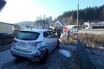 Vlak se srazil s autem, ke zranění nedošlo.