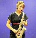 Eva Samková se saxofonem