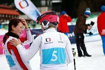 Názorným příkladem, že i amatérský lyžař se může dostat na televizní obrazovku, je Zuzana Šrenková ze Špindlerova Mlýna (na snímku vlevo).
