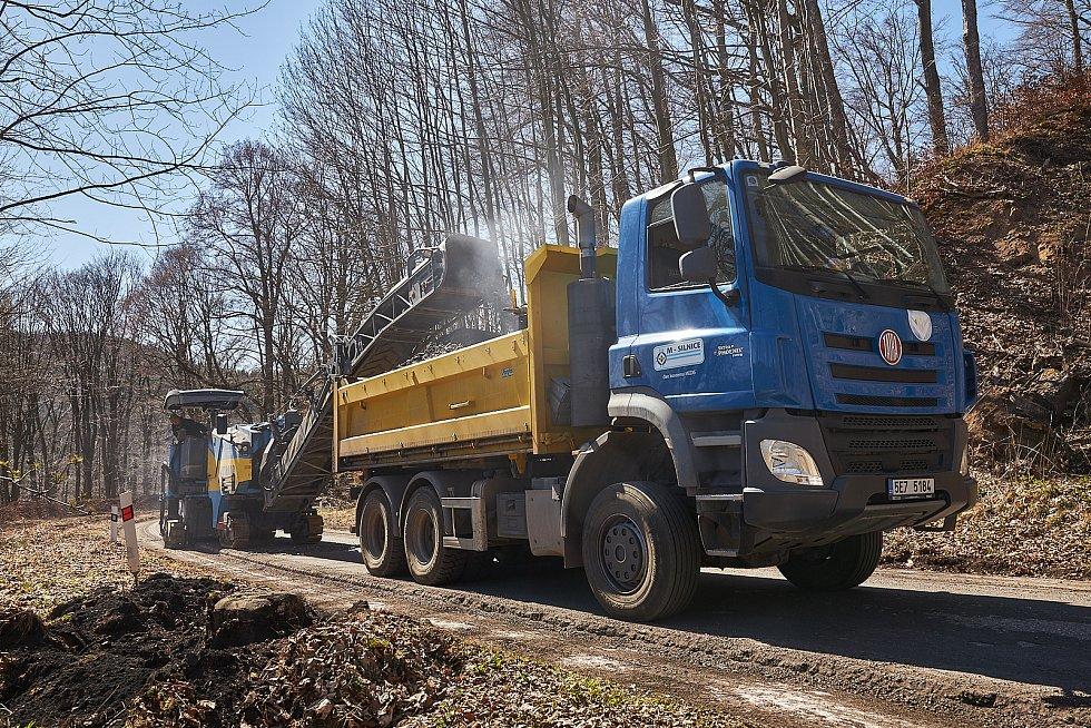 Cesta od křižovatky z Prkenného Dolu na Rýchorské náměstí v Žacléři je kvůli rekonstrukci silnice uzavřená.