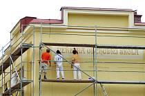 V loňském roce město mimo jiné finančně podpořilo novou fasádu Střední školy informatiky a služeb