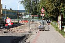 Rozkopané silnice ve Dvoře Králové nad Labem.