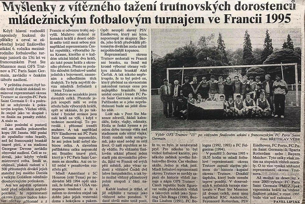 Na snímcích výstřižky z novin roku 1995, foto týmu ze závěrečného soustředění v Mladé Boleslavi. A snímek z nedávného setkání trenérů Pavla Liptáka (vlevo) a Břetislava Vébra.