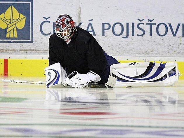První trénink vrchlabských hokejistů na ledě.