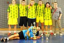 SBĚRATELÉ MEDAILÍ. I tak se dá nazvat fotbalový Švery Team, jenž se o zimních pauzách každoročně účastní řady turnajů. Obvykle při nich končí na medailových pozicích.