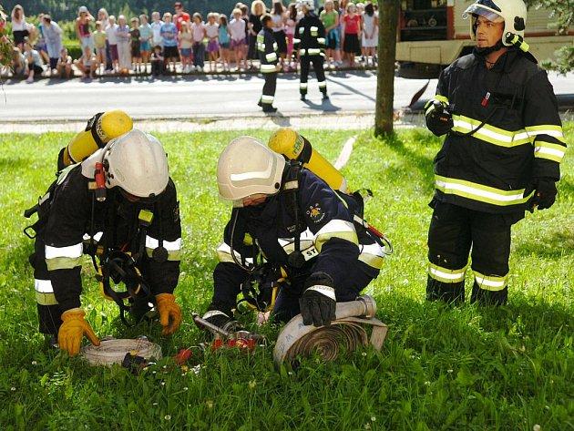 Hasičské cvičení v žacléřské základní škole