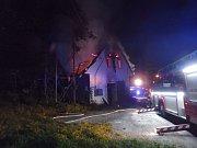 Noční požár prasečáku v Čisté.