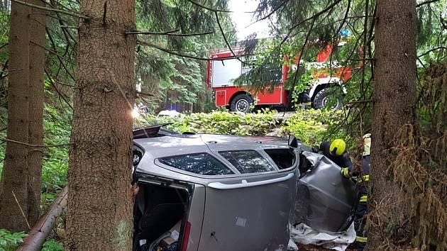Havárie osobního automobilu u Dívčích lávek ve Špindlerově Mlýně.