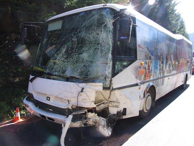 Nehoda autobusu s dodávkou ve Špindlu