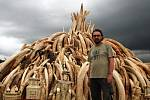 Rabas v Keni přihlížel pálení sloních rohů
