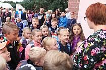 Znovuotevření škol se přibližuje, děti se opět vydají do lavic. Proces obnovení výuky může v regionu provázet řada komplikací.