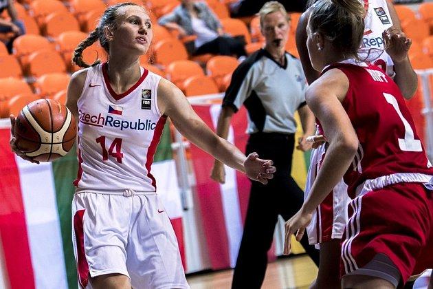 ČÍSLO ČTRNÁCT vnárodním dresu patří Trutnovu. VŠoproni jej nosila Anna Rylichová, vBourges zase Kristýna Holubcová.