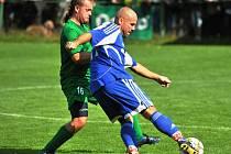 ČTRNÁCT BRANEK v sezoně nastřílel Jiří Karlík ze Svobody (s míčem). Dvakrát se trefil do sítě Malých Svatoňovic.
