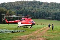 Elektrikářský stožár stavěl vrtulník