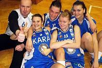 Basketbalistky Kary po vítězném utkání v Prešově