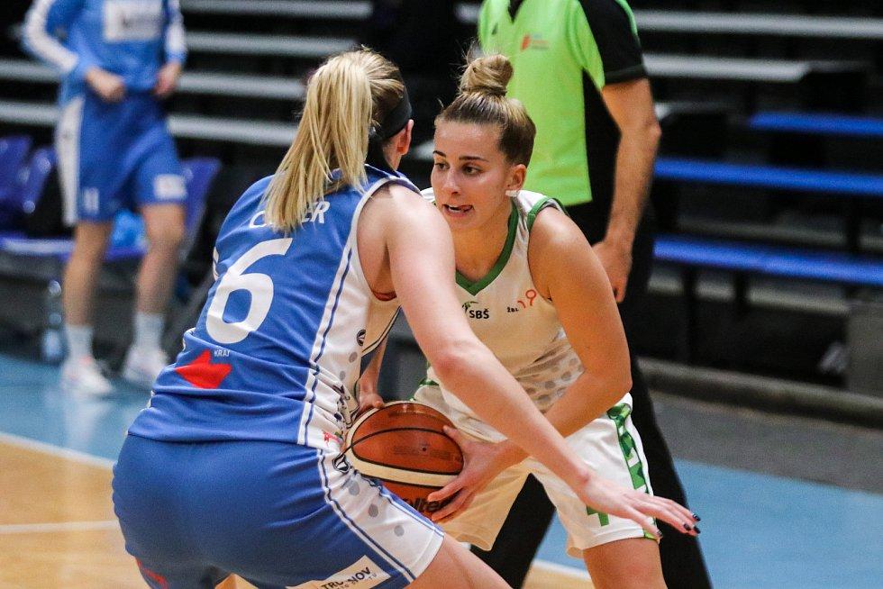 Utkání 10. kola Ženské basketbalové ligy: SBŠ Ostrava - BK Loko Trutnov, 5. prosince 2018 v Ostravě. Na snímku (zleva) Carter Brittany Nichole, Corda Ines.