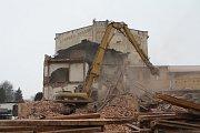 Nejstarší dochovaná průmyslová stavba v Trutnově jde k zemi. Nebylo pro ni využití.