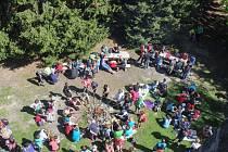 Tradiční výstup ke kamenné rozhledně v nadmořské výšce 1019 metrů provázel velký zájem.