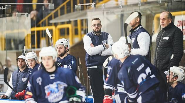 SEZONA KONČÍ. Trutnovští hokejisté se již v tomto soutěžním ročníku k mistrovskému utkání nesejdou. Stopku jim v druholigovém čtvrtfinále play off vystavili Mostečtí Lvi.