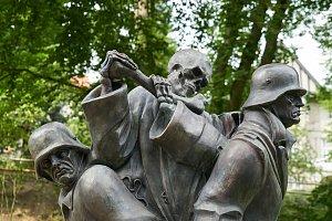 Tanec smrti v městském parku v Trutnově