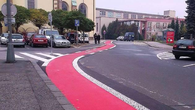 Cyklistická červená dráždí Dvůr