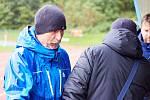 Fotbalisté v Trutnově se už desítky let v poslední den roku scházejí, aby si ještě jednou kopli do míče a užili srandu.