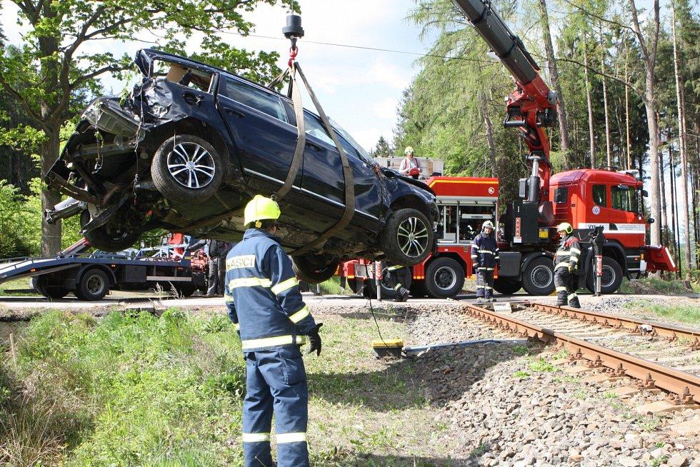Tragická nehoda na železničním přejezdu v Bílé Třemešné.